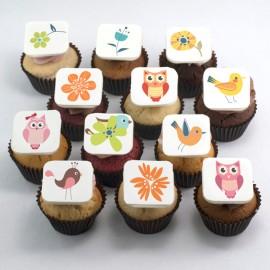 Cupcakes à motifs de fleurs et oiseaux pour la Fête des Mères
