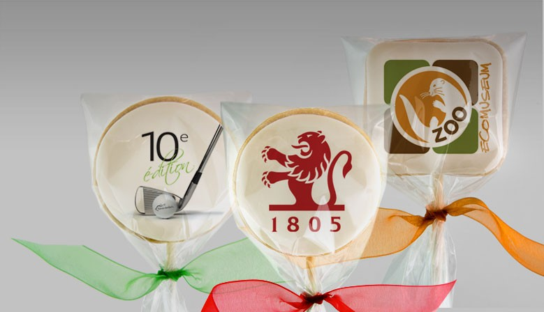 Coporate gifts: cookies and cupcakes with your logo printed with edible inks.