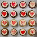 "Cupcakes with ""love"" illustration"