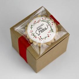Boîtes de sablés : sablés colorés dans une jolie boîte thématique recouverte d'un sablé sur bâton.