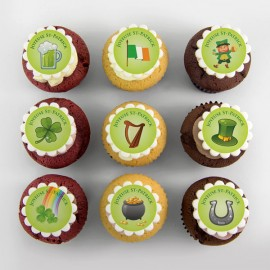 St-Patrick cupcakes - green background